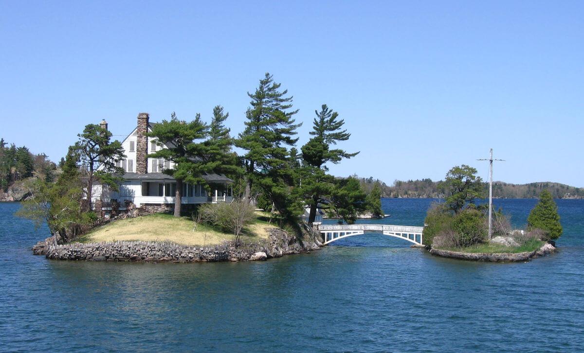 В Канаде можно арендовать остров по цене номера в отеле