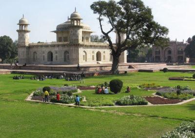 Сад около мавзолея