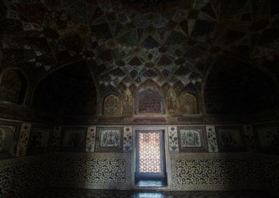 Внутри мавзолея в Агре