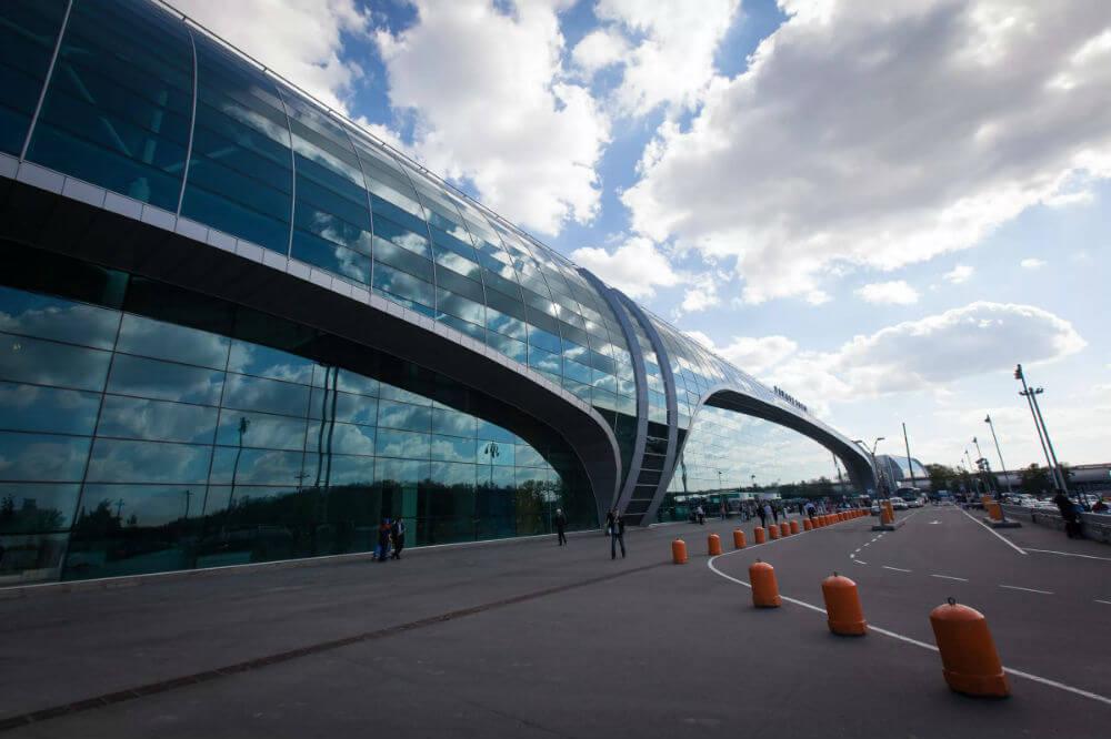 Парковка в аэропорту Домодедово снижает цену