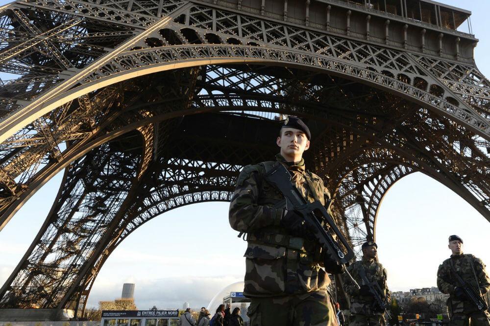 Стрельба в Париже не испугала туристов
