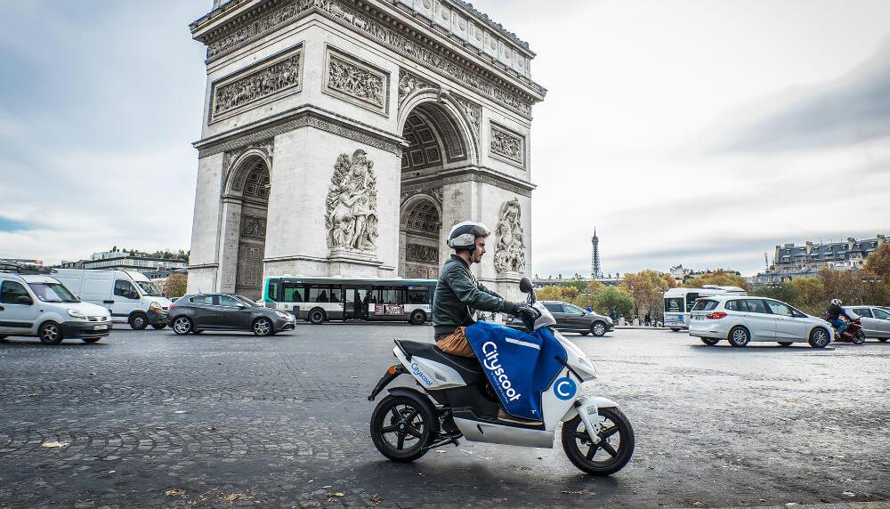 Париж увеличивает количество скутеров