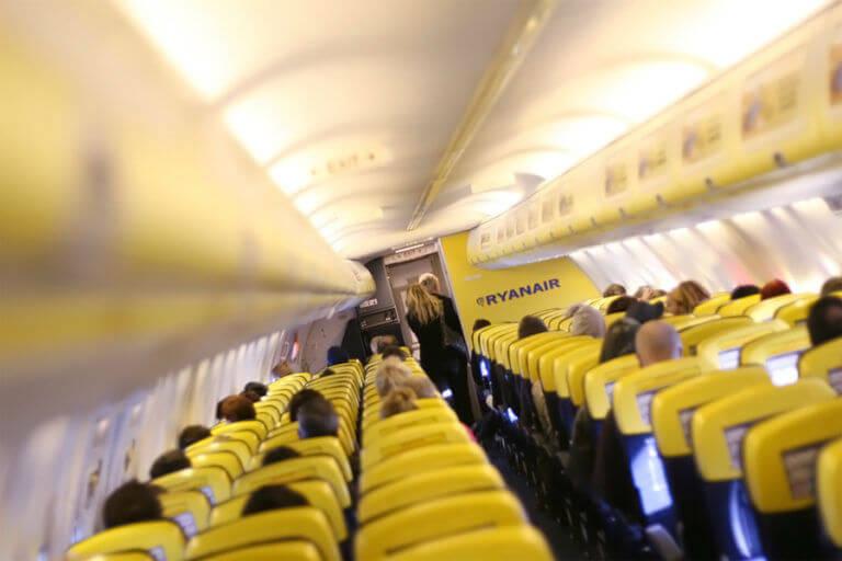 Авиакомпания Ryanair рассаживает пассажиров