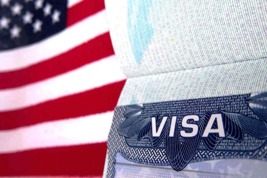 Чтобы получить визу в США нужно рассказать о своей жизни всё
