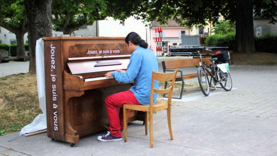 Пианино на улицах Парижа