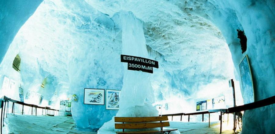 Ледяной Грот на Mittelallalin в леднике в Fairy, Швейцария