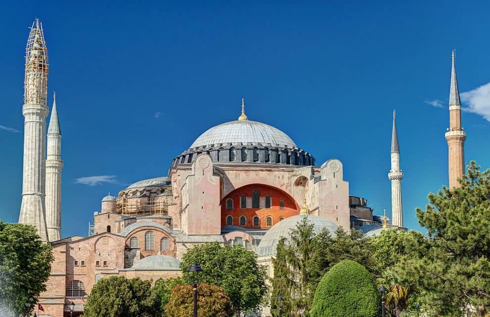 Айя-София, является главной достопримечательностью Стамбула