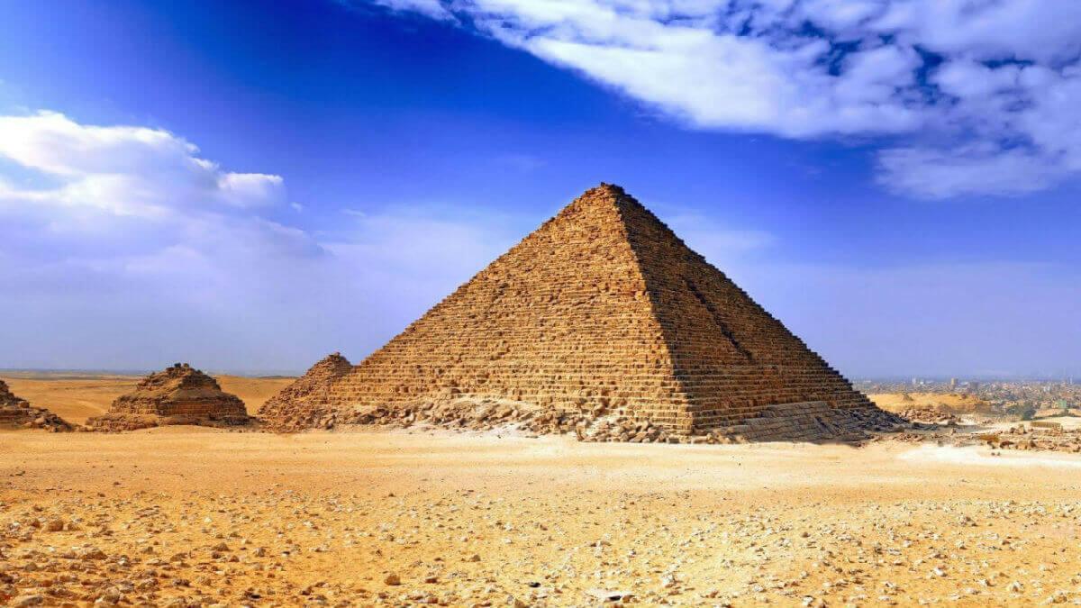 Самая крупная из Египетских пирамид это Пирамида Хеопса.