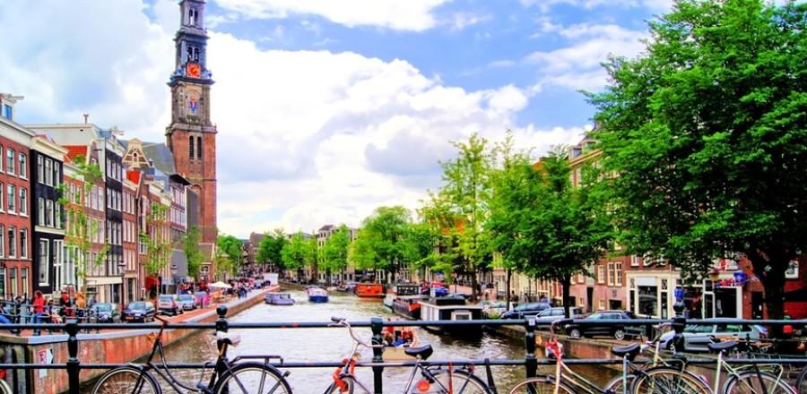 Амстердам (Нидерланды) называют велосипедной столицей Европы