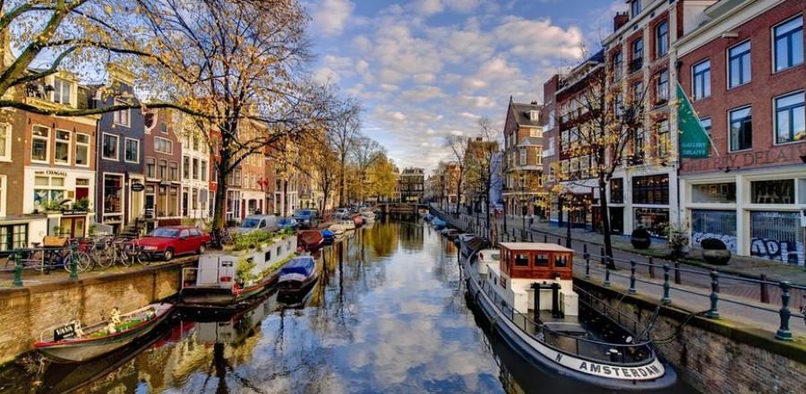 Амстердам (Amsterdam) – столица страны и безумно притягательный и красивый город.
