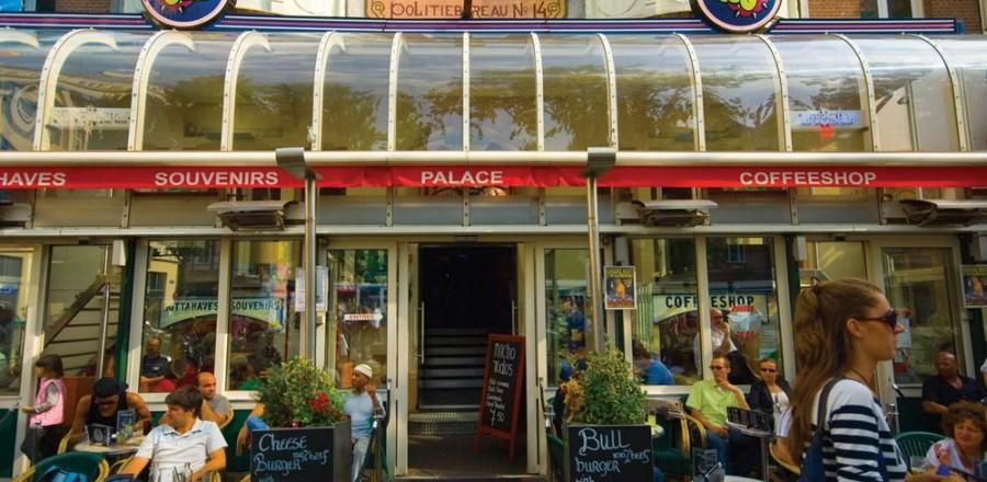 В Амстердаме находится более 200 кофешопов, где разрешено потреблять легкие наркотики.