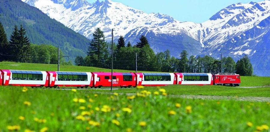 Главной достопримечательностью Швейцарских Альп является Ледниковый Экспресс.