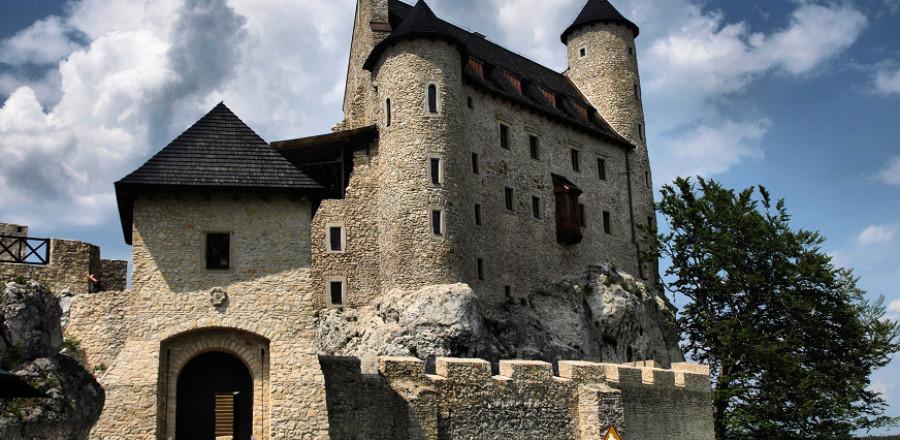 Замок в Боболице был построен в середине XIV века королём Казимиром Великим