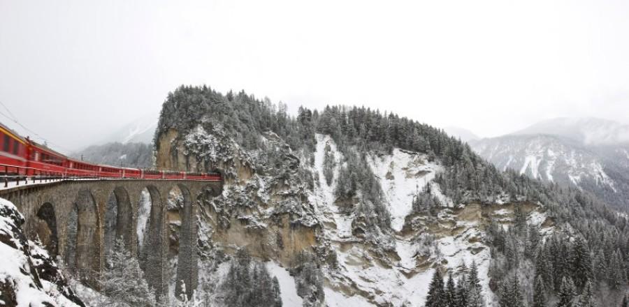 За семь с половиной часов ледни ковый экспресс пересекает 291 мост и заезжает в 91 тоннель.