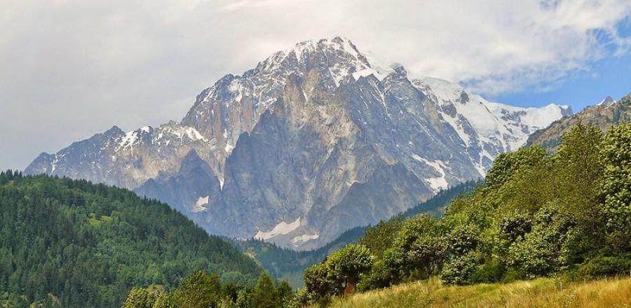 Монблан — вершина Французских Альп, где в 80-х годах 18 столетия зародился альпинизм