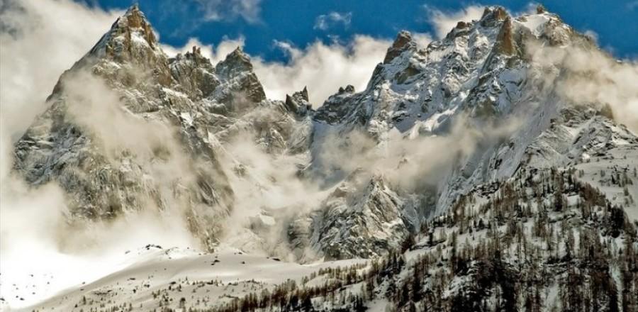 Монблан — кристаллический массив, является высочайшей горой в Альпах.