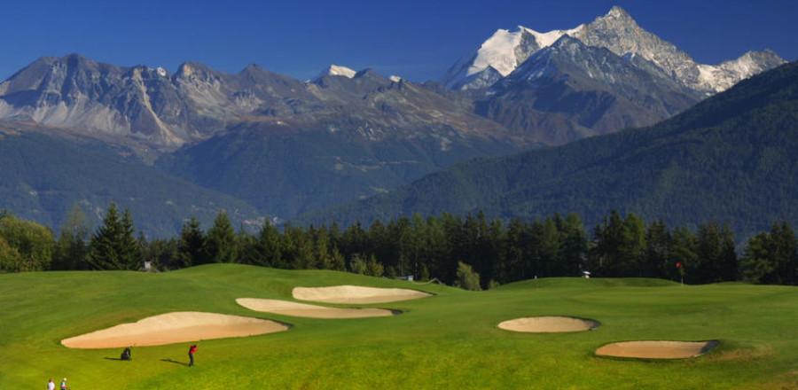 На курорте Кран-Монтана популярны не только лыжи и сноуборд, но и гольф.