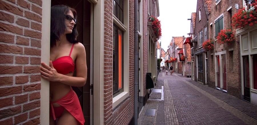 Проституция в Амстердаме легализована, и соблюдение сопутствующих законов строго контролируется