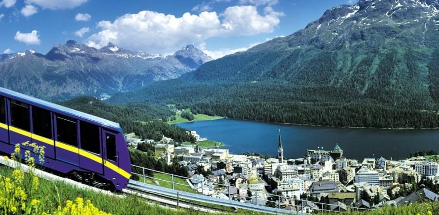 Санкт-Мориц (St. Moritz) расположен в долине Энгадин и обладает уникальным климатом — здесь 322 солнечных дня в году.