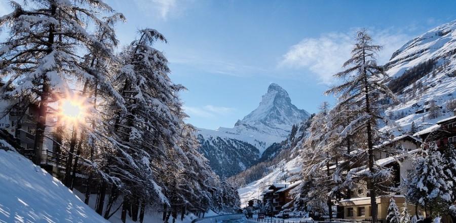 Церматт — деревня и одноименный известнейший швейцарский курорт рядом с итальянской границей.