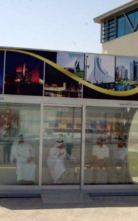 Автобусная остановка с кондиционером в городе Дубай