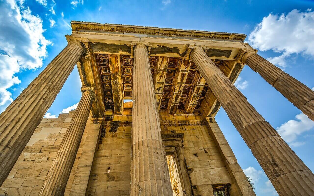 Вид на храм Парфенон в Афинах