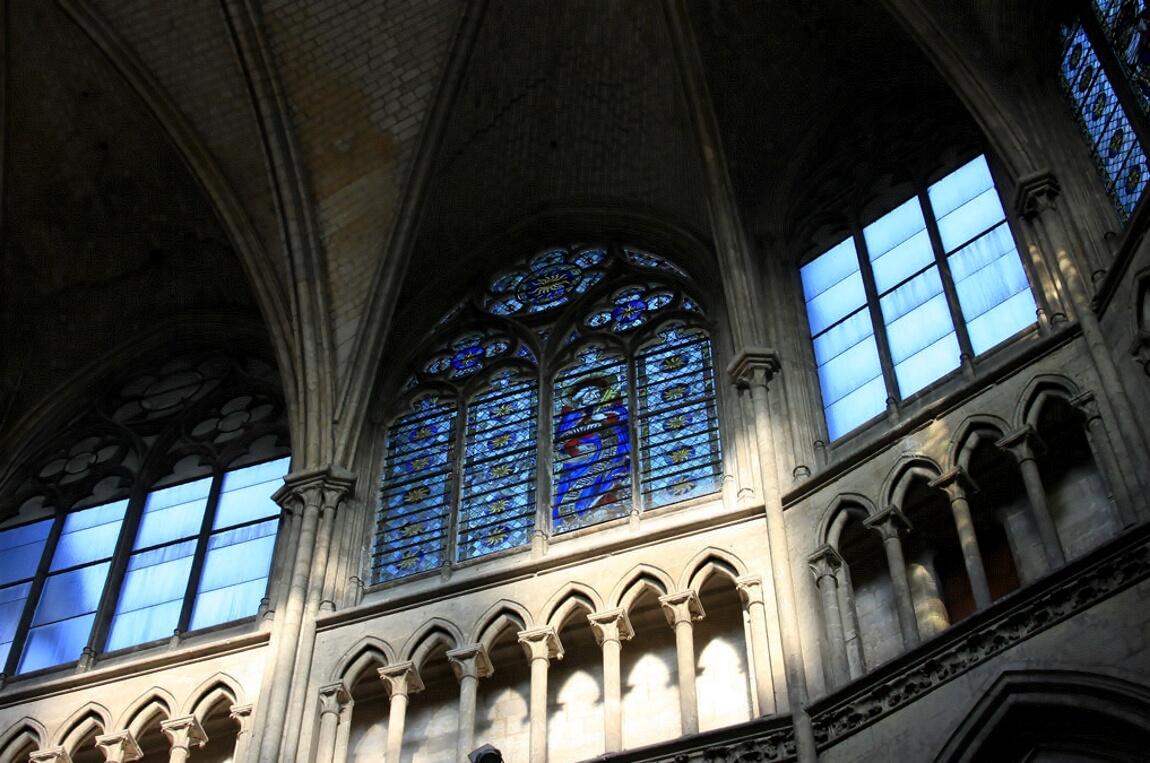 Витражи в соборе города Руан
