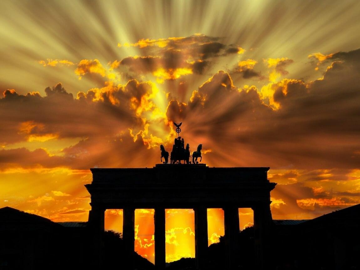 Бранденбургские ворота на закате
