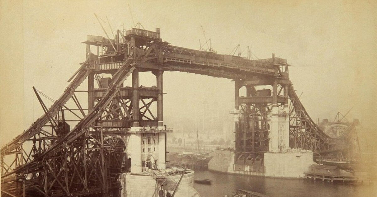Строительство Тауэрского моста