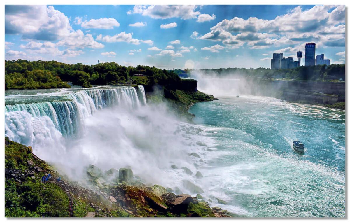 Этот водопад по праву считается самым удивительным чудом природы Северной Америки.