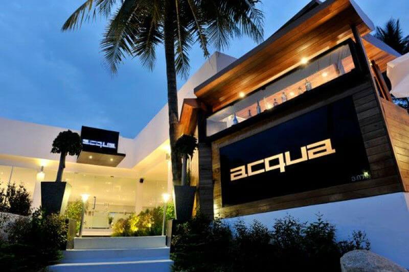 Ресторан Аква расположен на небольшом холме, откуда открываются живописные виды на бухту Калим