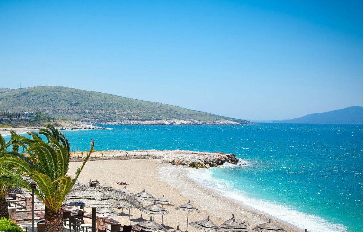 В Албанию снова с визами
