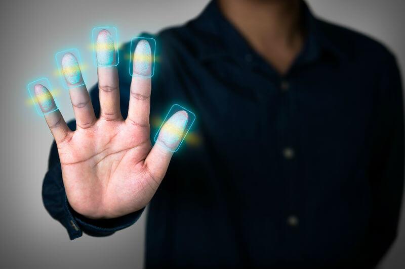 Все иностранцы должны сдать отпечатки пальцев