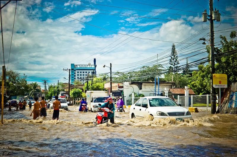 Наводнение в Таиланде, затоплено много провинций страны