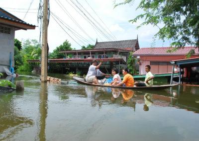В некотрых селениях Таиланда запотило одноэтажные дома