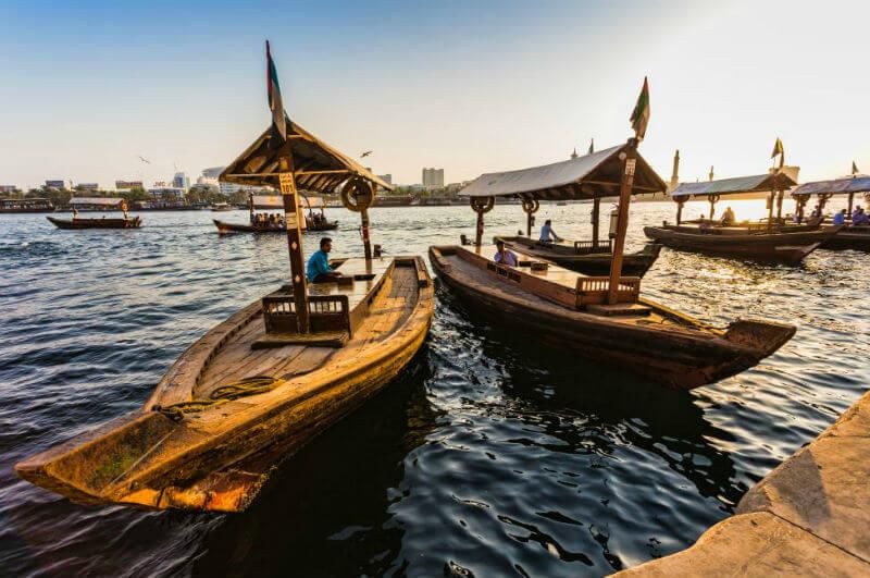 По Дубаю на лодках