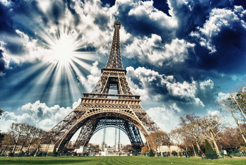 Стеклянная стена в Париже