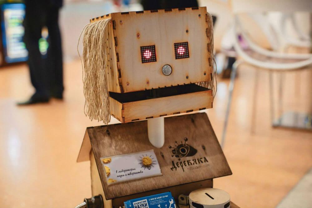 В Кисловодске собирает деньги робот