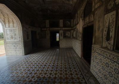 Внутри гробницы