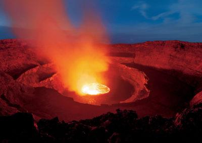 Вулкан Ньирагонго ночью