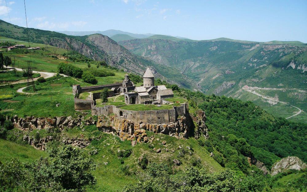 Армения ждет российских туристов