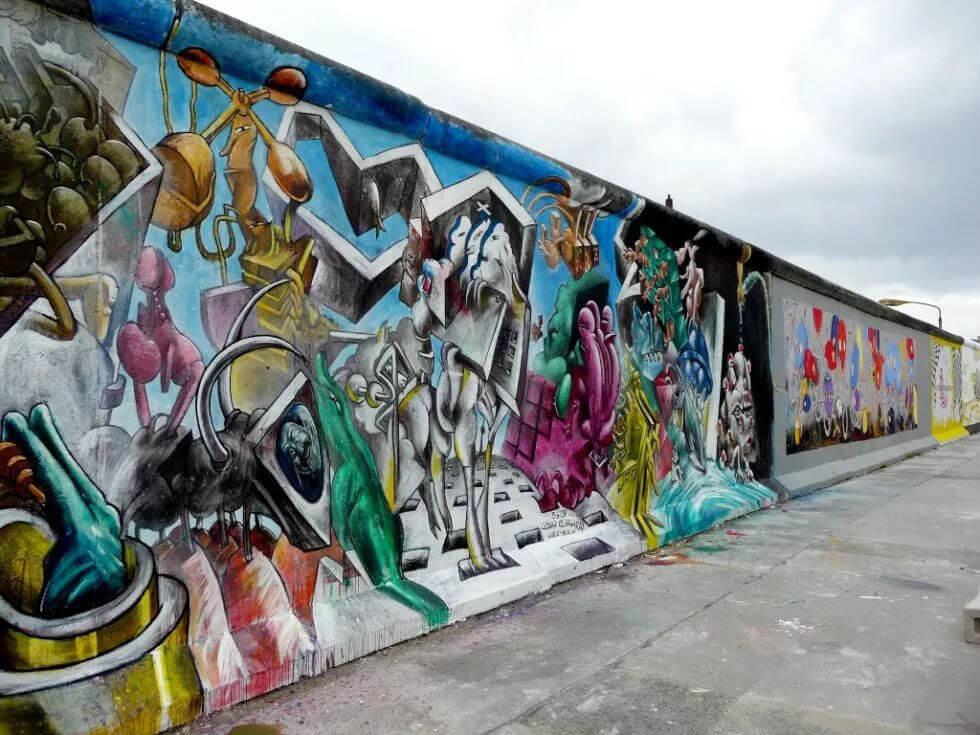 Берлинскую стену защитят