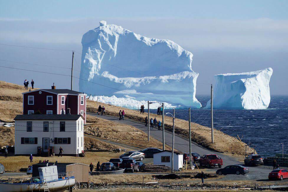 Блуждающий айсберг в Канаде