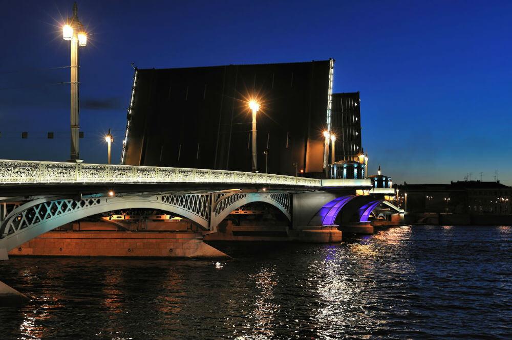 Развод мостов раньше обычного