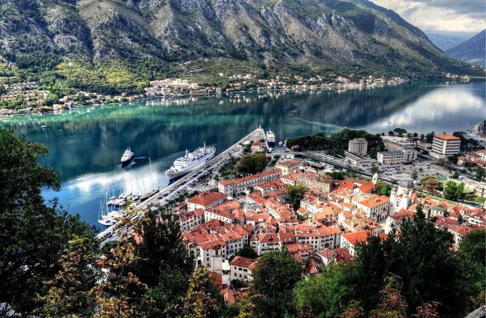 В Черногории русских туристов меньше не стало