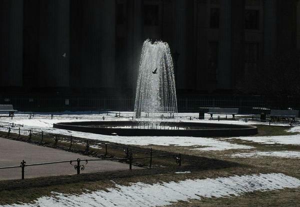 В Санкт-Петербурге уже заработали фонтаны