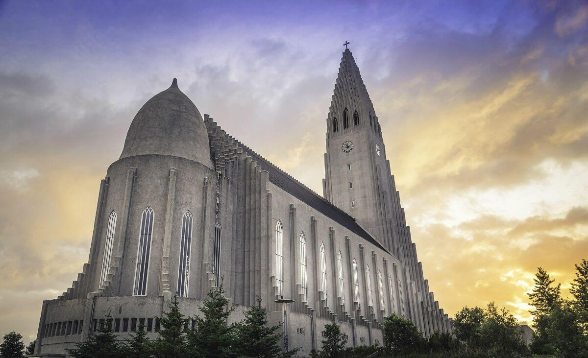 Хатльгримскиркья — церковь в Исландии, символ вулкана или Средиземья?