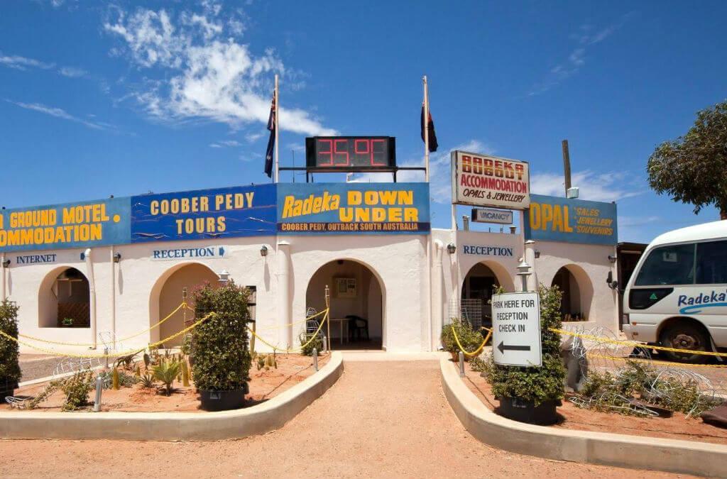 Хостел Radeka Downunder Dugout Motel& Backpacker Inn в Австралии