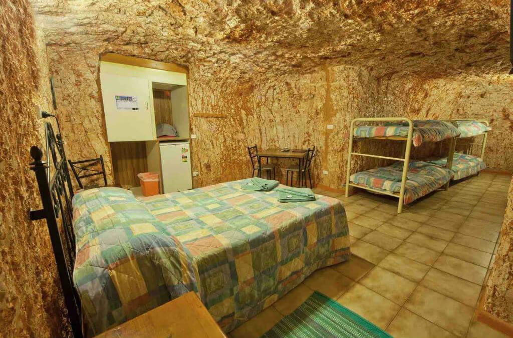 Хостел Radeka Downunder Dugout Motel& Backpacker Inn
