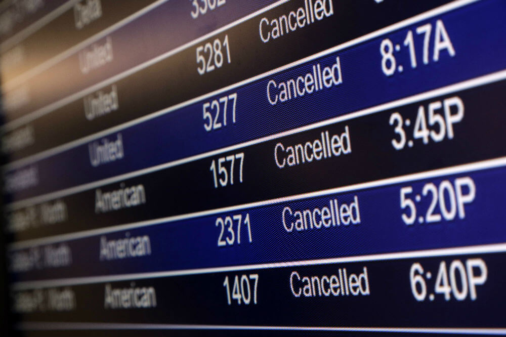 Компьютерные сбои стали причиной отмены авиарейсов